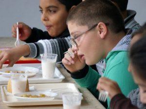 Храната в училищата – евтино, качествено, но малко!