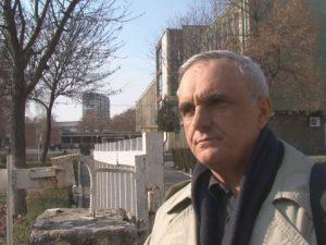 Учител протестира срещу образователната система