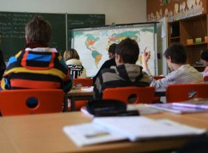 Учителите в провинцията покриват и други специалности