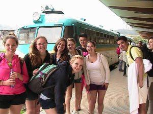 Близо 10 хил. ученици са напуснали България