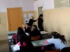 Учителка изхвърли с ритник ученик от час