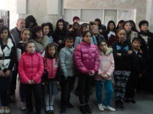 Едва 1% от ромските деца завършват XII клас
