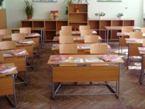 Таван на класна стая падна в училище в Бургас