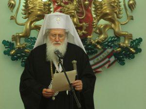 И патриарх Неофит изпрати приветствие до просветния министър