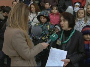 Ученици, учители и родители в Сливен на протест в защита на училище