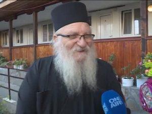 Откраднаха учебниците на децата от приюта на отец Иван
