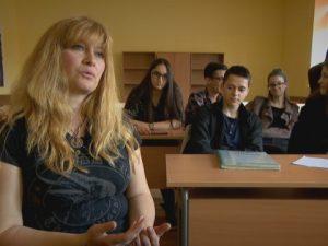 Да преподаваш поезия с рок: Историята на един различен учител