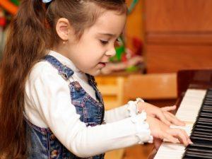 МОН обмисля повече мерки за подкрепа на даровити деца