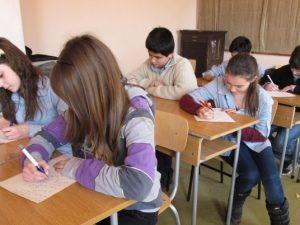 Как общуват децата в училище?