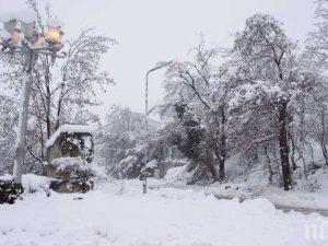 Кметове удължават ваканцията на учениците заради студа и снега