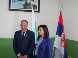 Засилва се сътрдничеството в областта на образованието със Сърбия
