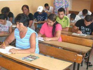 Ромите ще кандидатстват за стипендии, няма да ги получават на готово