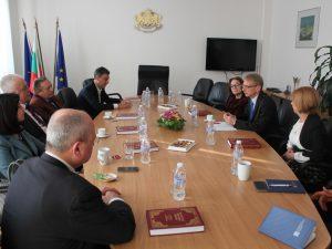 Денков покани на разговор бивши министри на образованието