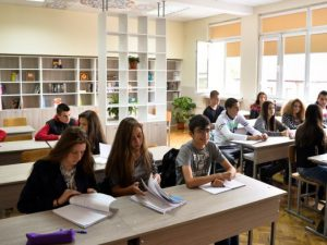 Професионалните училища се опразват за сметка на езиковите!