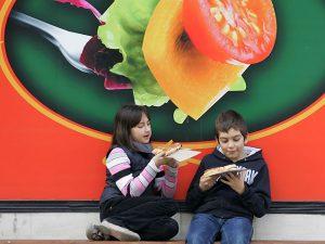 Родителите да контролират доставяните безплатни закуски