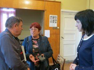 Учители пред депутат: Бумащината в образованието взе връх