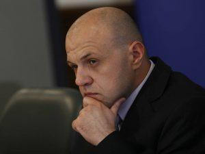 Томислав Дончев: Не е добре да се рекламира образование със запалка