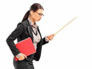 Наказват дисциплинарно учителка, дърпала ушите на учениците