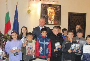 Ученици от Ловеч разбраха какво е да си кмет