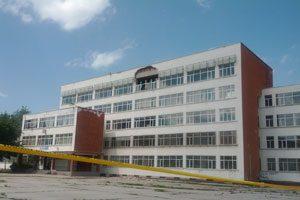 Рухна фасадата на столично училище!