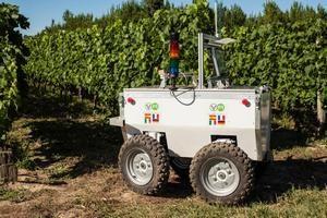 Европейски учени създадоха първия робот-лозар