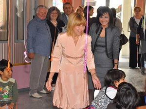Министър Клисарова на посещение в Божурище