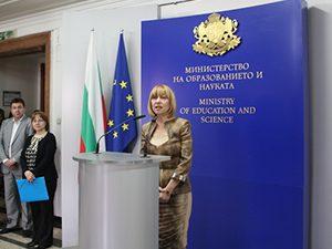 Анелия Клисарова: Искаме учителите да взимат поне средната заплата за България