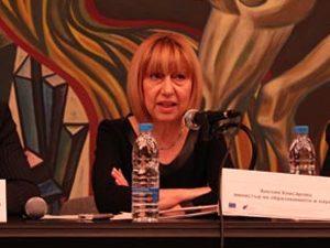 Министър Клисарова: Конфликтните точки в законопроекта не са малко