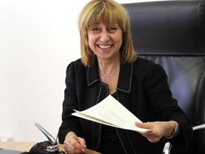 Проф. Клисарова награждава учители-спортисти