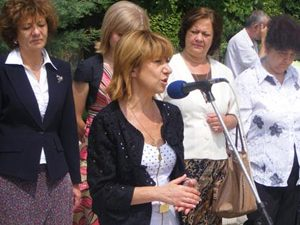 """Министър Клисарова с изявление относно фонд """"Научни изледвания"""""""