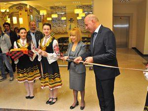 Министър Клисарова откри  във Варна център за електронно обучение