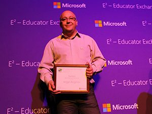 Награденият от Microsoft Ангел Ангелов: Искам учениците ми да решават проблеми и да се справят в нови ситуации