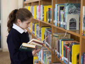 """100 ученици се включиха в кампанията """"На училище в Столична библиотека"""""""