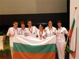 Български ученици се върнаха с бронзови медали от Сингапур