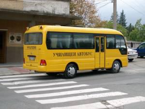 Училищен автобус се преобърна край Габрово