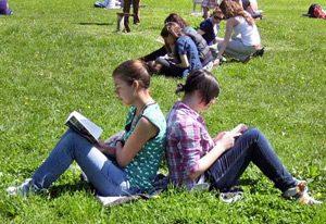 70 процента от 15-годишните четат за удоволствие и забавление