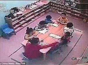 Учителка раздава 120 шамара за 30 минути (видео)