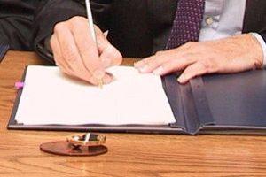 Как се подписва трудов договор ще учат в училище