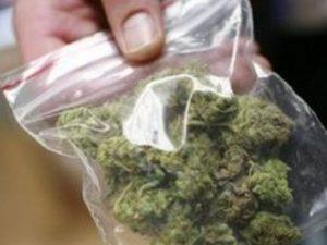 Ученичка заловена да продава дрога на по-малки в гимназия