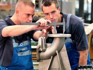 """""""Училище чрез работа"""" е въведено по седем професии и десет специалности от настоящата година"""