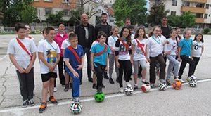 Футболен клуб дари училище