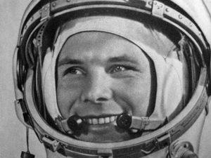 Гимназия в Монтана отбеляза с изложба патронния си празник навръх Деня на космонавтиката