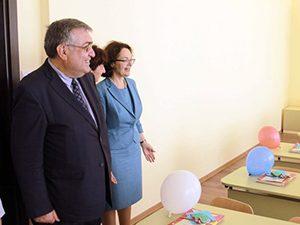 Премиер и министър откриха новата сграда на училището в Голеш