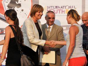 Министър Георгиева пожела на младите хора у нас повече активност