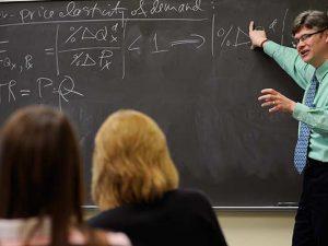 Намалява броят на завършващите седми и осми клас