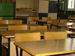 Учител набил две деца, уволняват го
