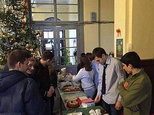 Ученици събраха пари за столове на благотворителен базар