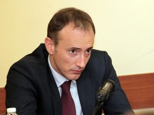 Министърът на образованието: Не можем да се намесим в казуса с УНСС