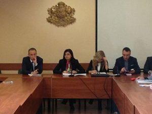 Министърът събра на среща издатели на учебници