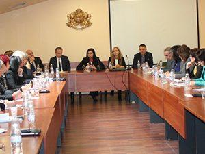 Министърът събра началниците на РИО